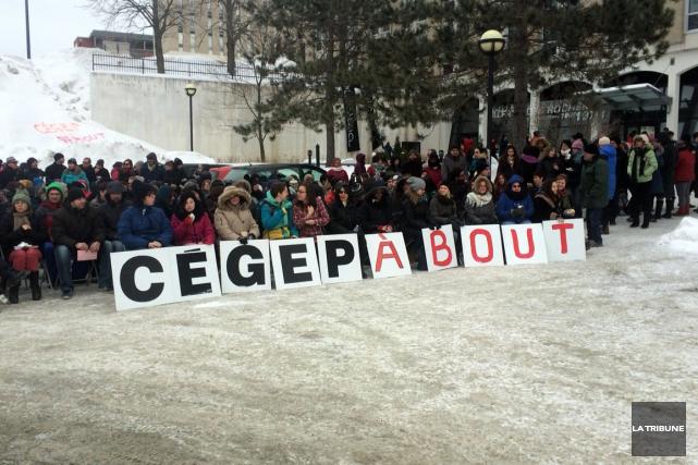 L'Association étudiante du Cégep de Sherbrooke (AÉCS) et les différents... (La Tribune, Isabelle Pion)