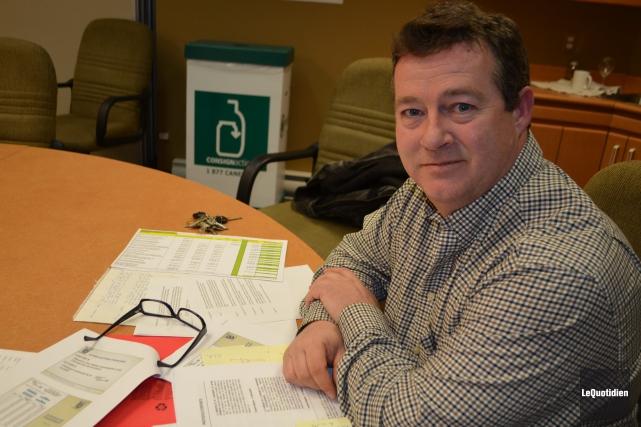 Le maire Louis Ouellet travaille sur ce projet... ((Photo le Quotidien, Laura Lévesque))