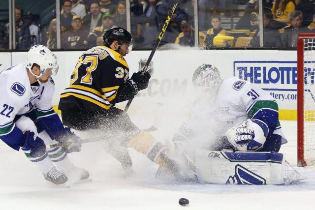 Zack Kassian a dénoué l'impasse en début de troisième période et les Canucks de... (Photo: Reuters)