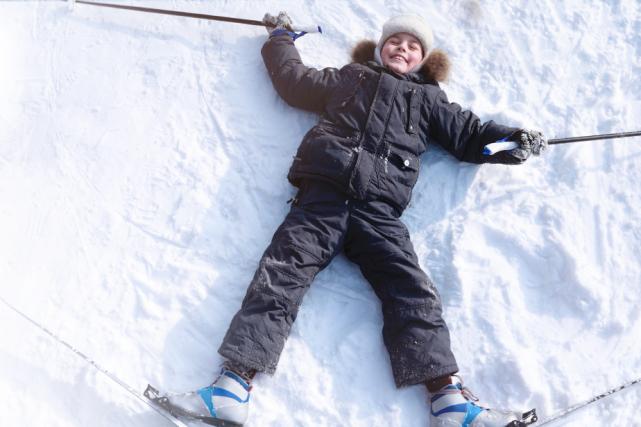 Profitez de la semaine de relâche pour aller jouer dehors avec les enfants.... (Shutterstock)