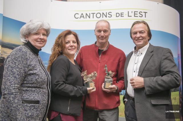 Caroline Sage et Pierre Goulet (au centre) ont... (Imacom, Frédéric Côté)