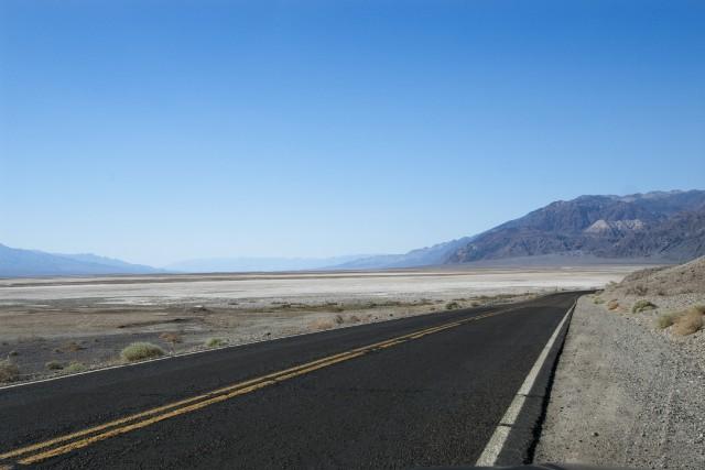 C'est beau Death Valley avec son lac de...