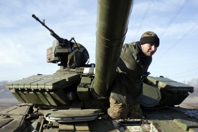 Les États-Unis ont envoyé 800 militaires pour former... (Photo AFP)