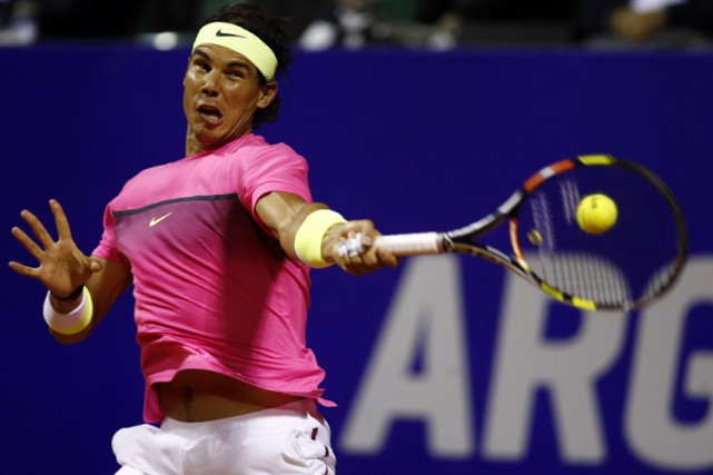 Le favori Rafael Nadal a défait le qualifié Facundo Arguello 6-4, 6-0 mercredi... (Photo: Reuters)