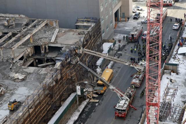 Les travailleurs ont raconté que l'effondrement avait fait... (Photo: AP)