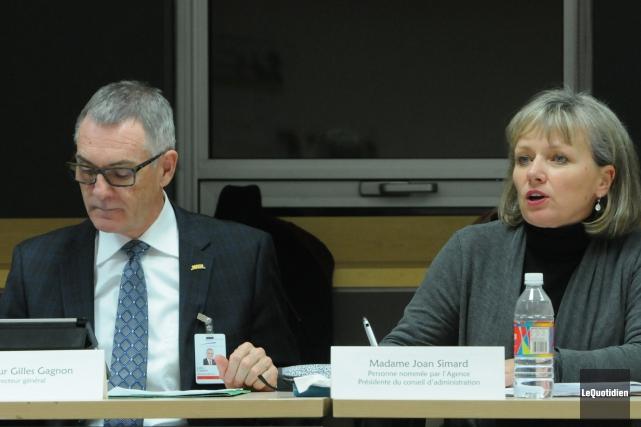 Le directeur général de l'hôpital Gilles Gagnon et... ((Photo Le Quotidien, Michel Tremblay))
