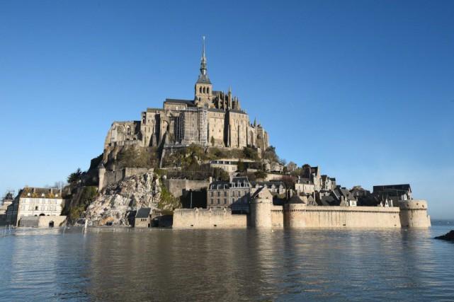 La hausse importante des tarifs d'accès au Mont-Saint-Michel en 2013 va être à... (PHOTO DAMIEN MEYER, ARCHIVES AFP)