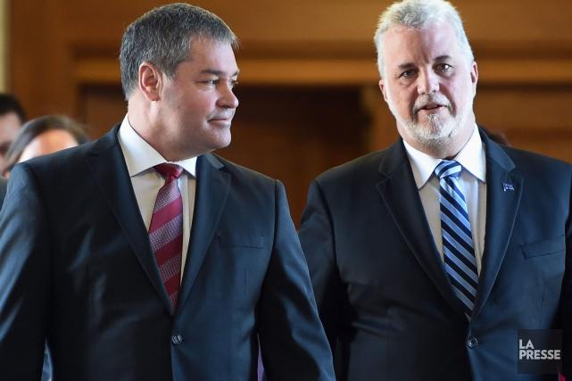 Yves Bolduc et Philippe Couillard.... (PHOTO JACQUES BOISSINOT, LA PRESSE CANADIENNE)