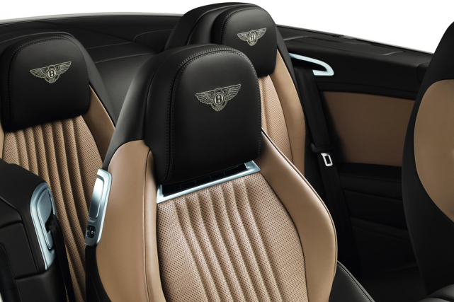 La nouvelle Bentley décapotable propose un chauffe-cou en... (Photo fournie par Bentley)