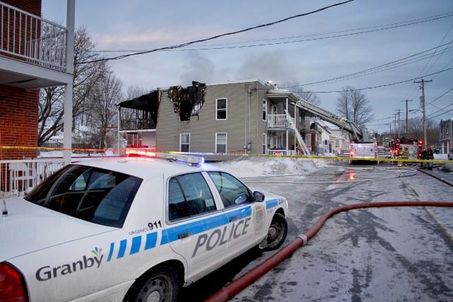 Un incendie a jeté à la rue deux... (Julie Catudal)