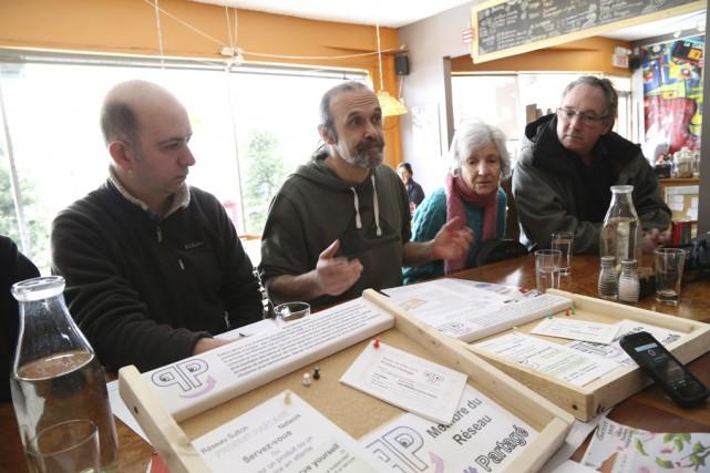 Des membres du Regroupement des actions efficaces de... (Photo Janick Marois)