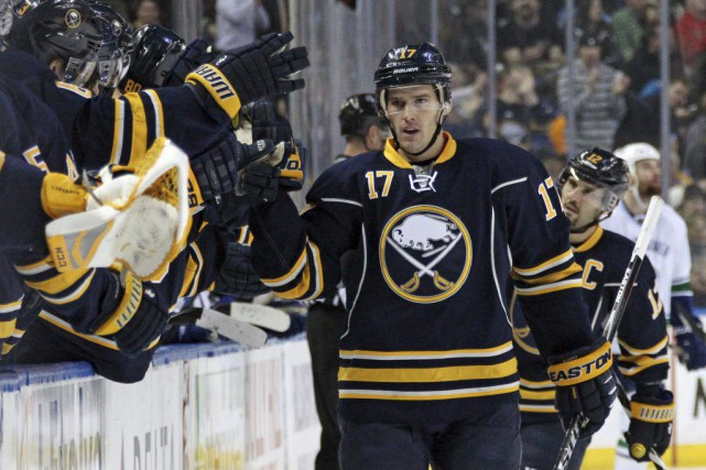 Torrey Mitchell a inscrit deux buts et il a guidé les Sabres de Buffalo vers... (Photo AP)