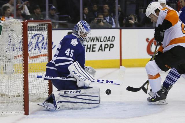 Jonathan Bernier a stoppé 47 des 49 tirs dirigés vers lui et les Maple Leafs de... (Photo USA Today Sports)