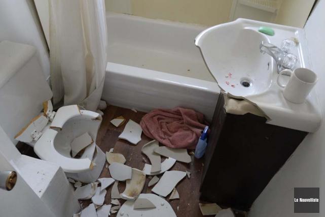 La salle de bain de l'appartement a été... (Photo: Sylvain Mayer, Le Nouvelliste)