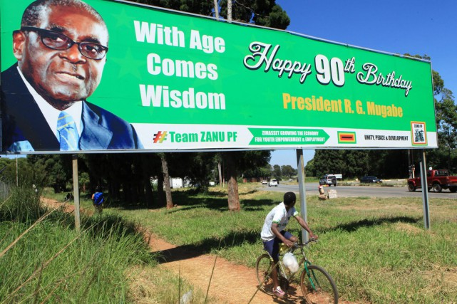 Robert Mugabe vient de célébrer ses 91 ans.... (PHOTO TSVANGIRAYI MUKWAZHI, ARCHIVES AP)