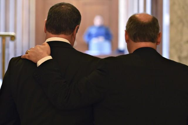 Yves Bolduc (à gauche) était accompagné par le... (La Presse Canadienne, Jacques Boissinot)