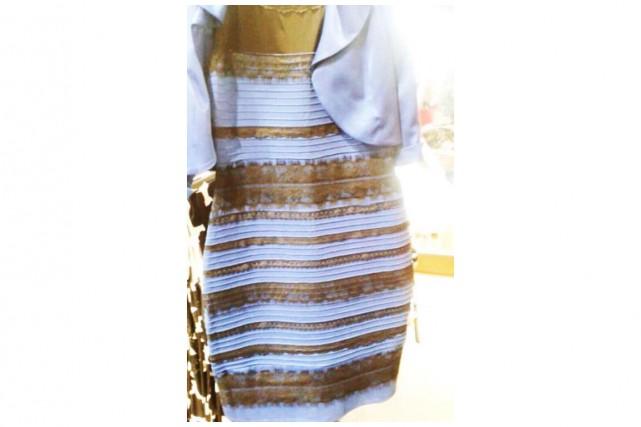 Bleue et noire ou blanche et dorée  La robe qui rend le net fou ... 1c316da413dd