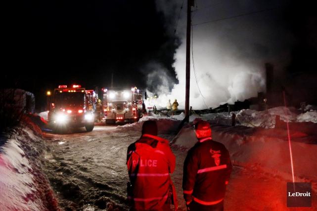Deux corps ont été retrouvés dans les décombres... (Simon Séguin-Bertrand, LeDroit)