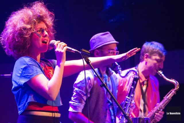 Le groupe Call Me Wayne, avec la chanteuse... (Photo: Stéphane Lessard, Le Nouvelliste)