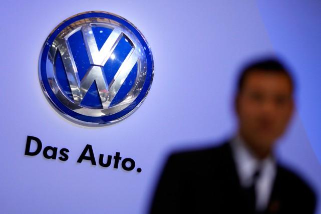 Le numéro un européen de l'automobile, le groupe allemand Volkswagen, a fait... (PHOTO CARLOS BARRIA, ARCHIVES REUTERS)