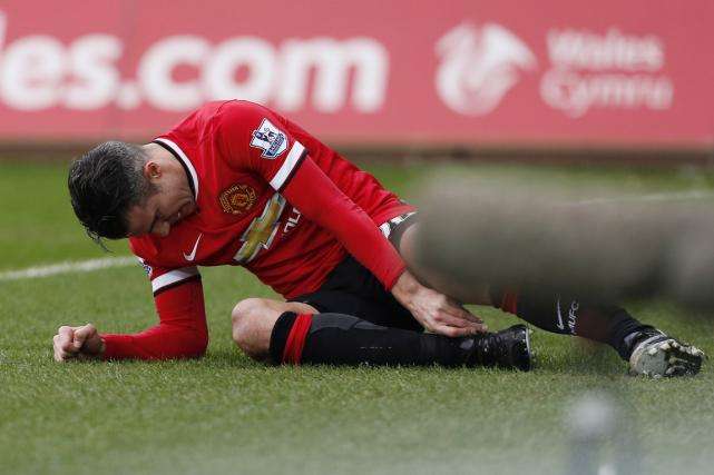 Robin van Persie s'est blessé à la cheville... (Photo Justin Tallis, AFP)