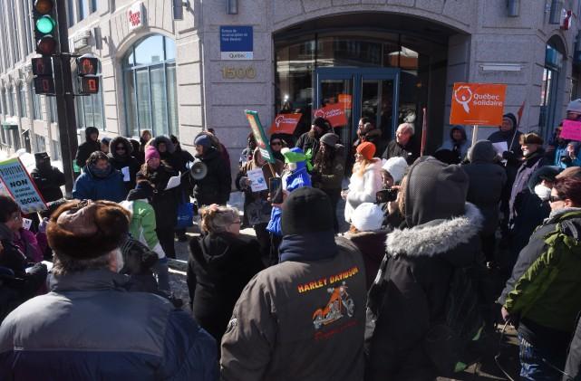Les manifestants ont souhaité «rebrancher» le député de... (Photo: François Gervais)