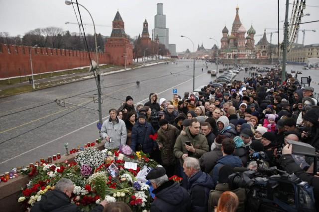 Les enquêteurs ont retrouvé sur les lieux du... (Photo Pavel Golovkin, AP)