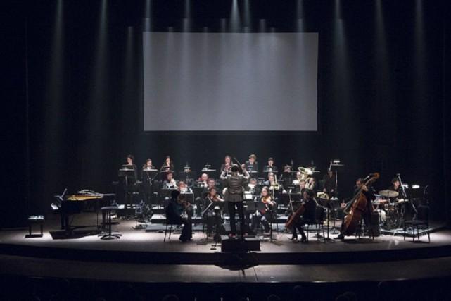 Atlantidenous convie à une demi-heure de lumineuses intégrations... (Photo Andréa Cloutier pour le festival MNM)