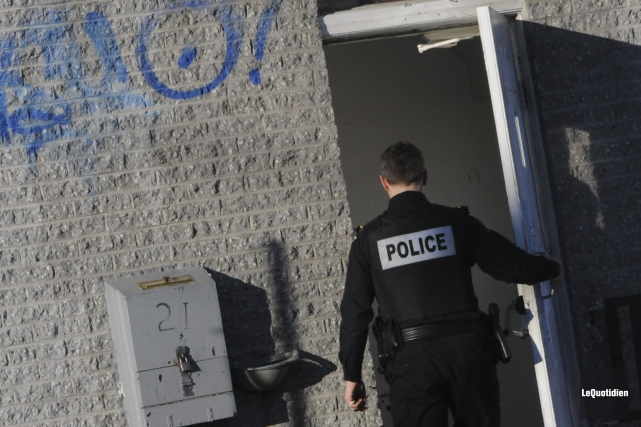 Les policiers ont été appelés au 21 rue... ((Photo Le Quotidien, Michel Tremblay))