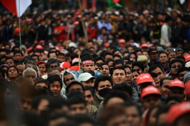 Les manifestants ont afflué à Katmandou en scandant... (PHOTO PRAKASH MATHEMA, AFP)