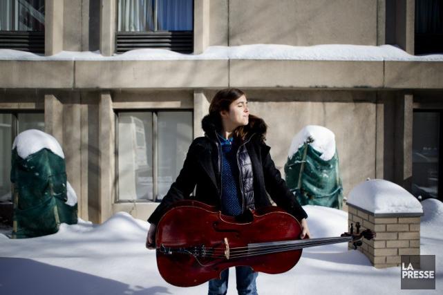 L'auteure-compositrice-interprète Dom La Nenaaffirme et assume, tant musicalement... (Marco Campanozzi, La Presse)