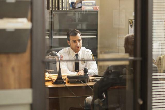 Justin Theroux joue le chef de police d'une... (PHOTO ARCHIVES ASSOCIATED PRESS)