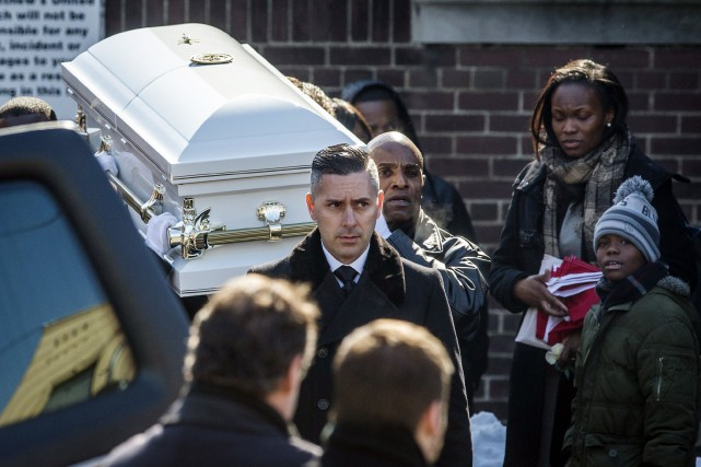 Les funérailles du petit garçon ont attiré des... (Photo Mark Blinch, Reuters)