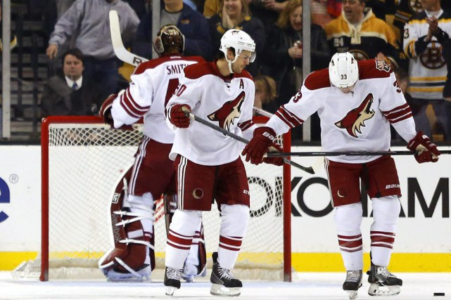 Le gardien partant des Coyotes, Mike Smith, a... (Photo Winslow Townson, AP)
