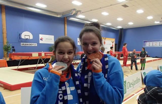 Sara-Jade Berthiaume et Audrey St-Arnaud ont remporté l'argent... (Photo: courtoisie)