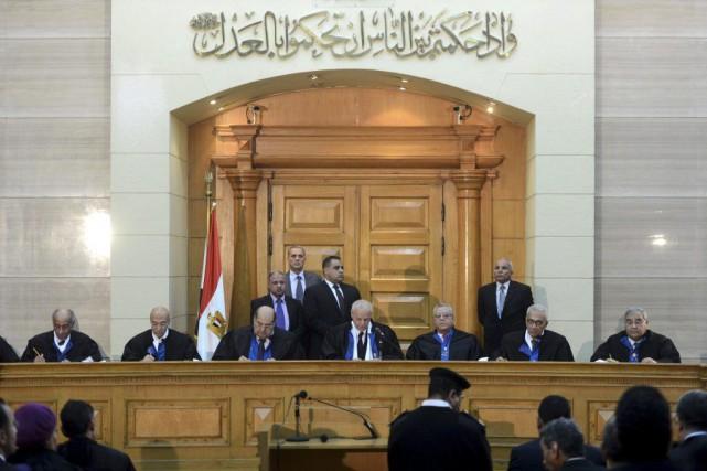 Sur la base de l'arrêt de la Cour... (PHOTO MOHAMED EL-SHAHED, AFP)