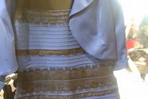Les débats entourant la couleur de cette robe... (Photo d'archives)