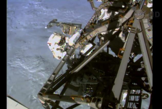 L'astronauteTerry Virts a conclu la troisième sortie dans... (Image tirée d'une vidéo de la NASA)