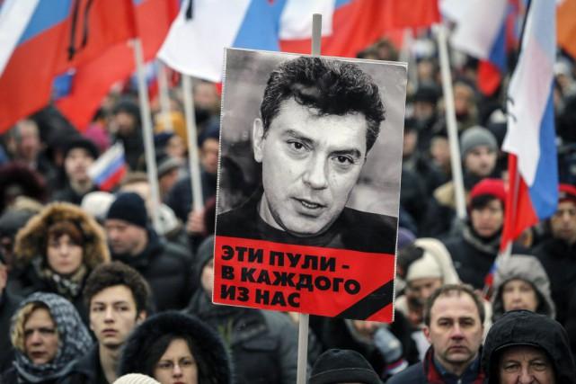 Desmanifestants ont marché dans les rues de Moscou... (PHOTO MAXIM SHEMETOV, REUTERS)