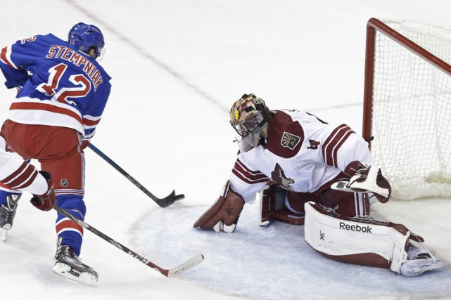 Les Jets de Winnipeg ont acquis l'ailier Lee Stempniak des Rangers de New York... (Photo: AP)