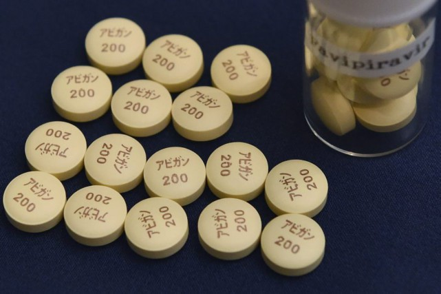 Ce petit comprimé beige, dont la molécule s'appelle... (PHOTO KAZUHIRO NOGI, AGENCE FRANCE-PRESSE)