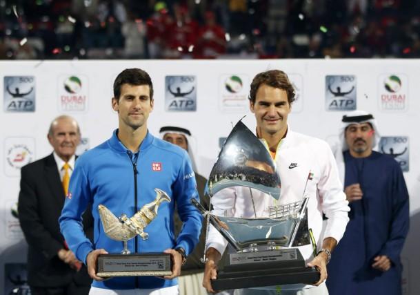 Roger Federer (à droite) et Novak Djokovic.... (Reuters)