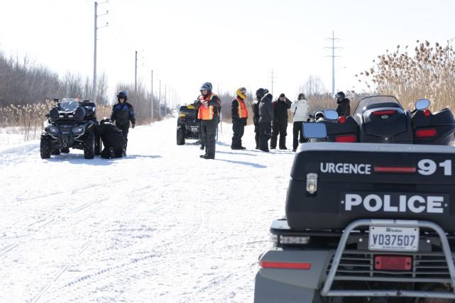 Surveillance policière dans les sentiers de motoneige.... (photo Catherine Trudeau)