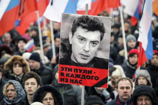 Boris Nemtsov avait publié plusieurs rapports dans le... (PHOTO MAXIM SHEMETOV, ARCHIVES REUTERS)