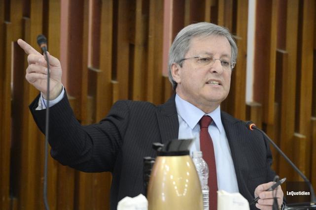 Le maire Jean Tremblay implore les conseillères de... (Le Quotidien, Jeannot Lévesque)
