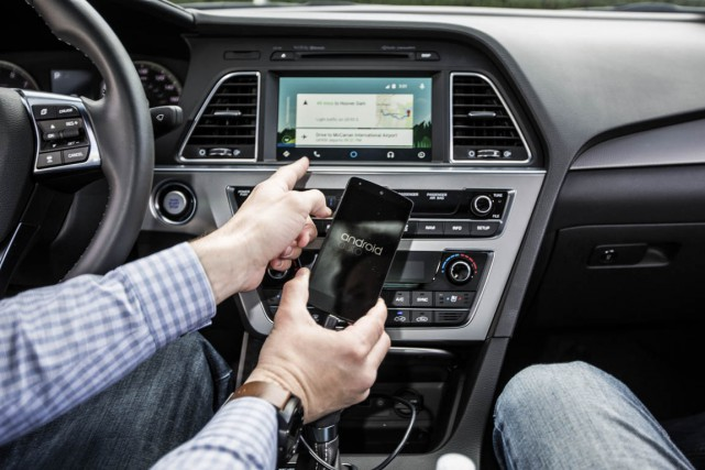 Un automobiliste ne doit jamais utiliser son téléphone cellulaire lorsqu'il est... (PHOTO ARCHIVES THE NEW YORK TIMES)