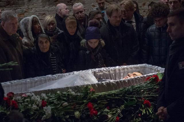 La mère et les enfants de Boris Nemtsov... (PHOTO MAXIM SHEMETOV, REUTERS)