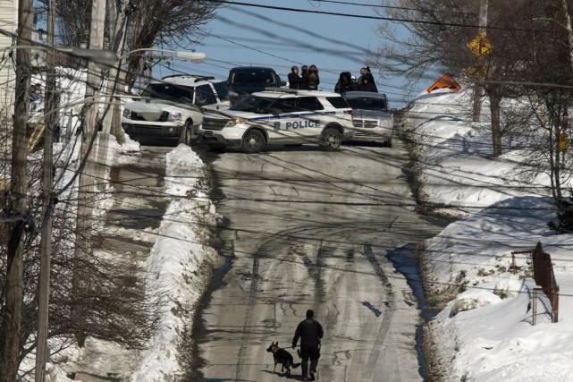 Les autorités policières se sont déplacées en grand... (Photo Andrew Vaughan, La Presse canadienne)