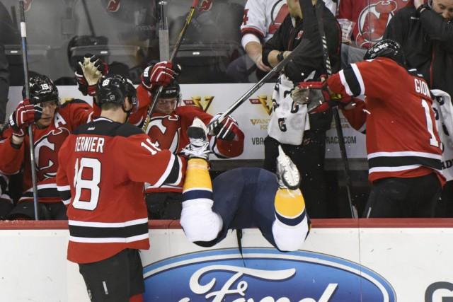 Les Devils du New Jersey ont marqué deux fois dans les quatre premières minutes... (Photo: AP)