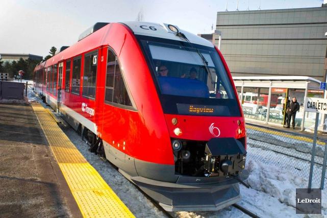 Pour une deuxième matinée de suite, le service de l'O-Train le long de la ligne... (Martin Roy, LeDroit)